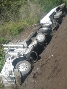 dump truck rollover 101 041415